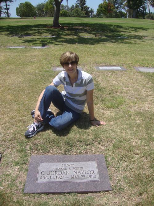 Cindy-at-gravesite