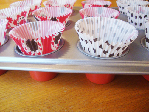 Cupcake-pan-with-liners