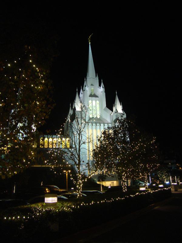 Temple-lights-at-night